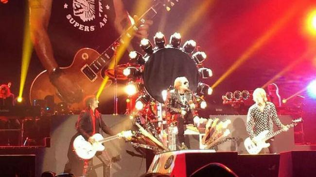 """""""El trono"""" de Axl Rose en el tour de Guns N' Roses"""