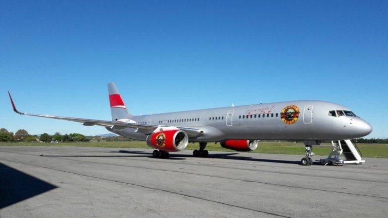 Guns N' Roses y su nuevo avión de gira