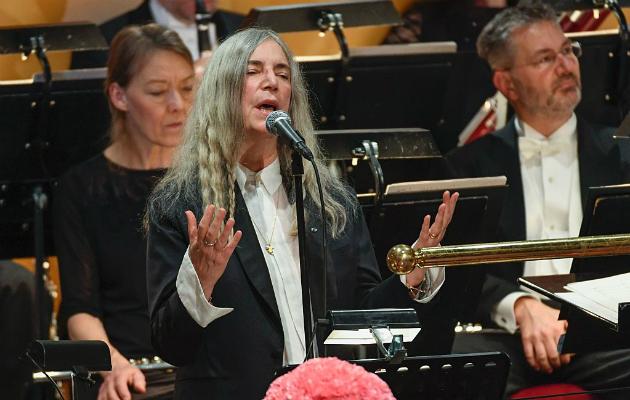 PATTI SMITH «A Hard Rain's A-Gonna Fall» en la ceremonia de los Nobel