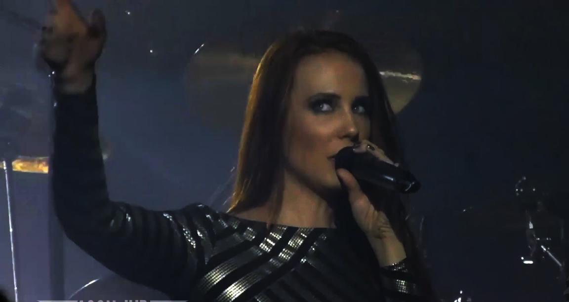 """""""Dancing In a Hurricane"""" Epica concierto en Paris"""