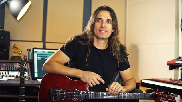 Kiko Loureiro habla de sus discos favoritos de Megadeth