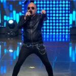 """Rob Halford es imitado por Alex Jekyl, de la banda venezolana Jekyl Hydes en el programa """"Yo Soy"""""""